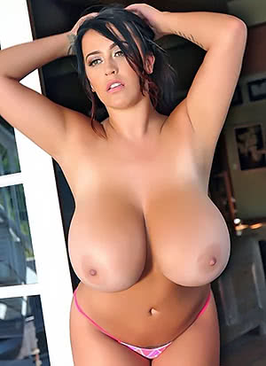 Leanne Crow is Busty