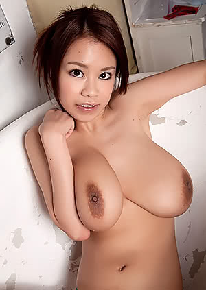 Ria Sakuragi in an old bath tub