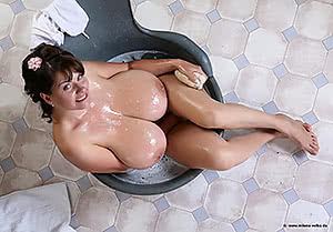 Milena Velba in antique bathtub