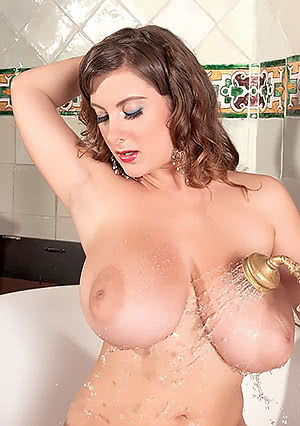 Valory Irene washing her titties