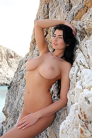 Lucy Li on the rocks