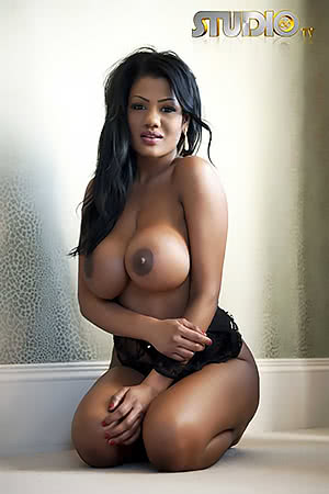 Sexy Latina with nice big ones